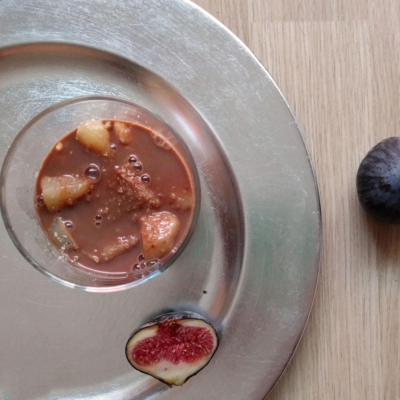 poires-figues-sauce-chocolat-praliné