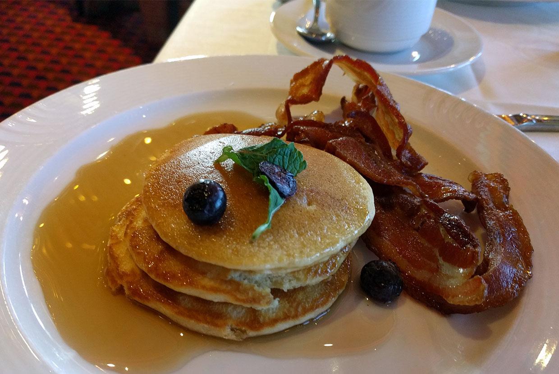 petit-dejeuner-pancakes-bateau-croisiere